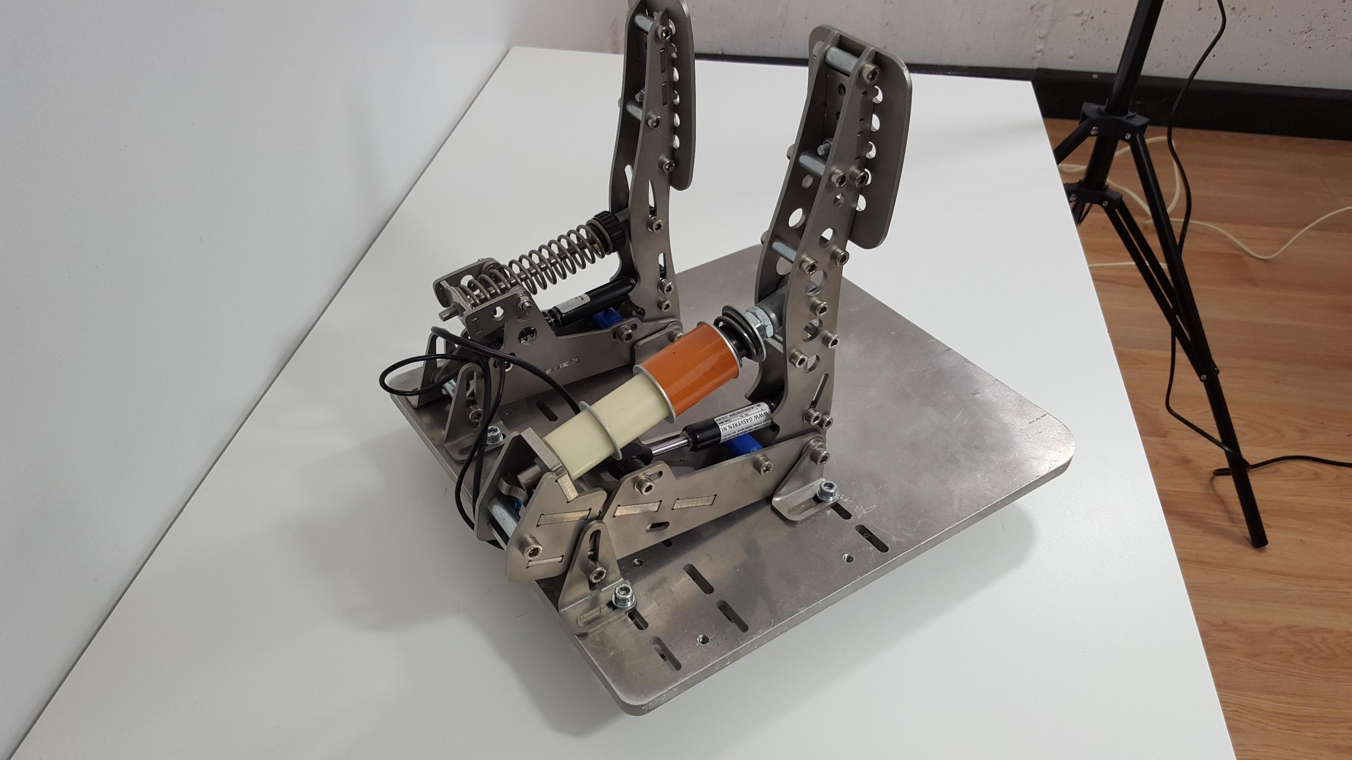 SOLD: Heusinkveld Sim Pedals Ultimate - Sim Gear - Buy and